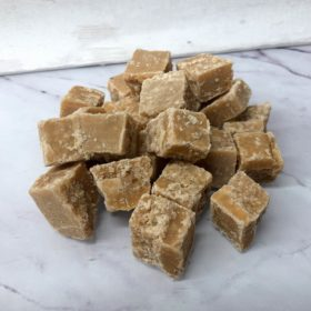Crumbly Pink Gin Fudge